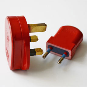 Group Photo of Red coloured plastic UK 3-Pin 3 Amp plug